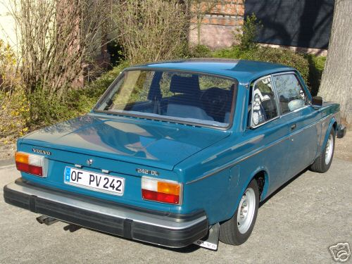 1976 Volvo 242 Blue