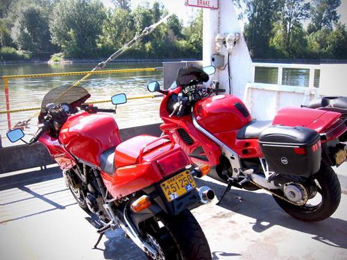 Ducati-750SS-and-Honda-VFR750-on-Wheatland-Ferry