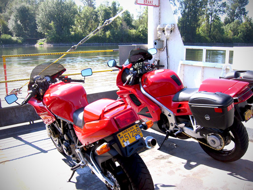 Ducati-750SS-and-Honda-VFR750-on-Wheatland-Ferry